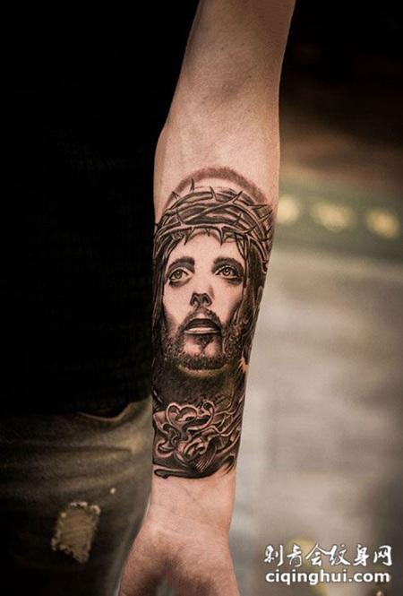 手臂好看的肖像纹身图案图片