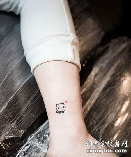 腿部可爱小熊猫纹身图案