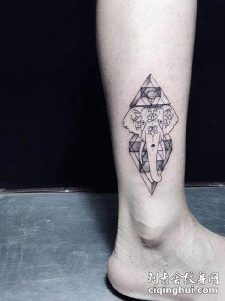 脚踝处几何大象纹身图案