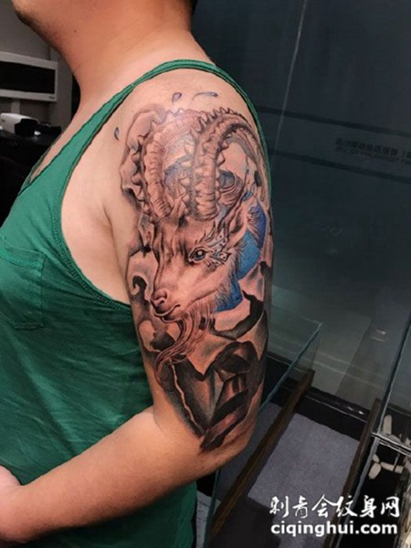 羚羊先生,手臂羊首纹身图案