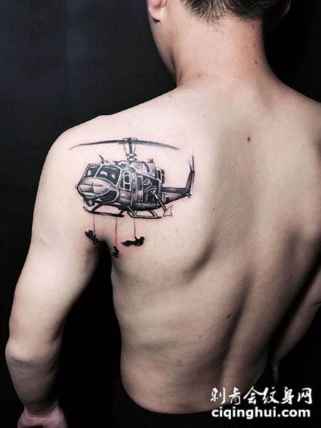 后肩膀直升飞机纹身图案