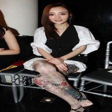漂亮美女明星李小璐花腿纹身图案