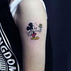 手臂米老鼠卡通纹身图案