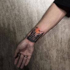 手腕女巫的城堡纹身图案
