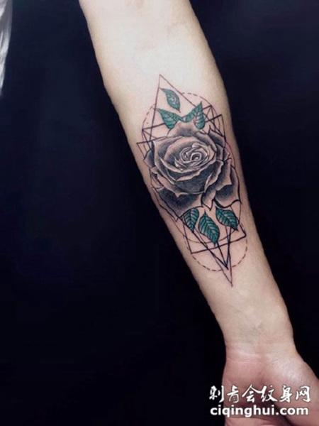 手臂唯美几何玫瑰花纹身图案