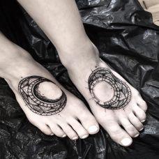 弯月知我心,脚背月亮图腾纹身图案