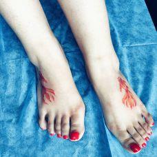 女生脚背金鱼纹身图案