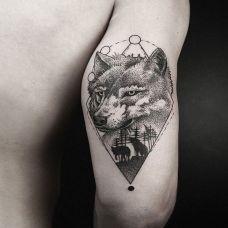 手臂几何森林狼纹身图案