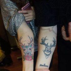 情侣手臂个性鹿纹身图案