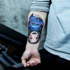 手臂彩绘星空无脸男纹身图案