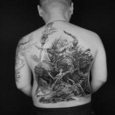 后背牛魔王与铁扇公主纹身图案