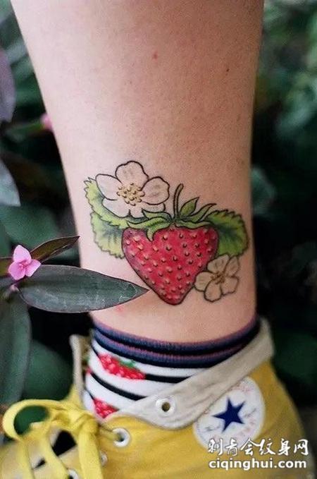 水果甜心,脚踝处可爱草莓彩绘纹身图片