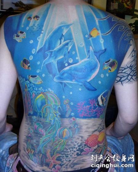 满背海洋世界纹身