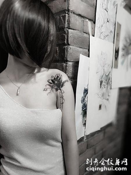 香肩莲花开,披肩莲花个性纹身