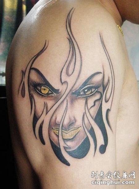 大臂女性恶魔纹身图片
