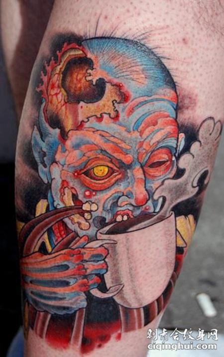 大腿上喝着咖啡的骷髅纹身图案
