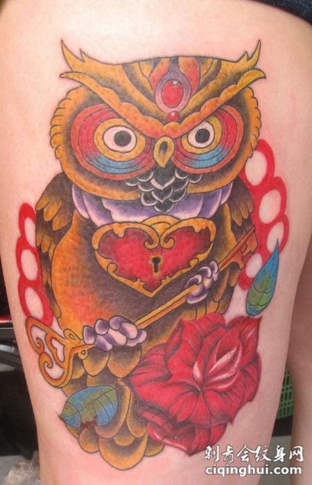 腿部猫头鹰纹身