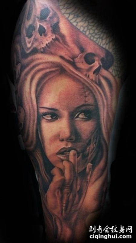 大臂骷髅美女纹身图案