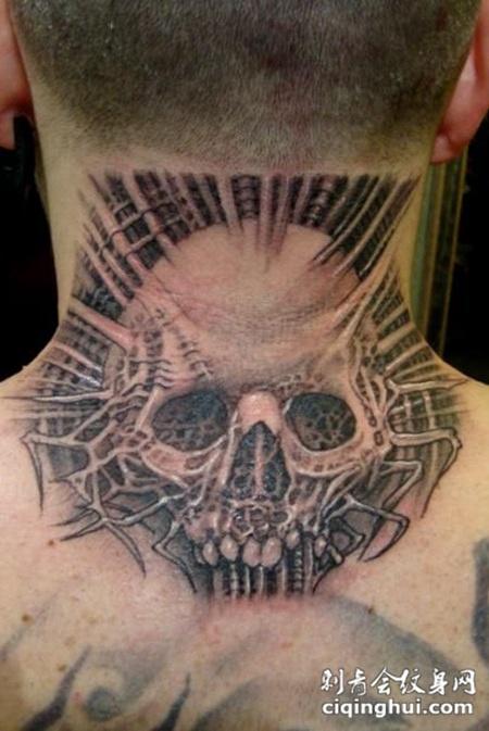 脖子后面的骷髅纹身图案