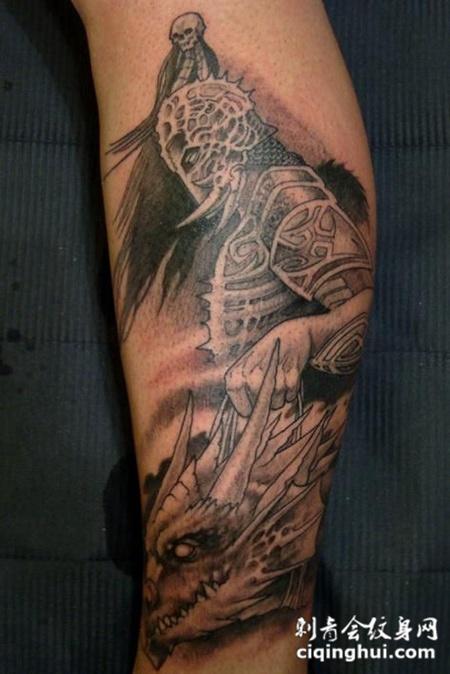 小腿上的骷髅纹身图案