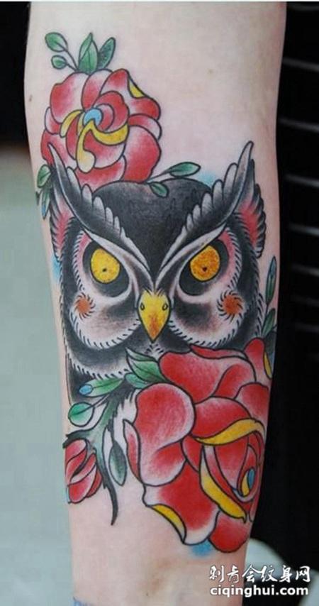 小臂猫头鹰玫瑰纹身图案