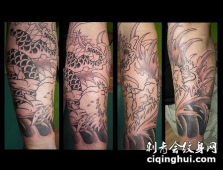 小腿上的线条龙头纹身图案