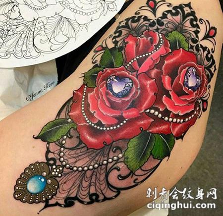 美不胜收,臀部好看的玫瑰钻石彩绘纹身