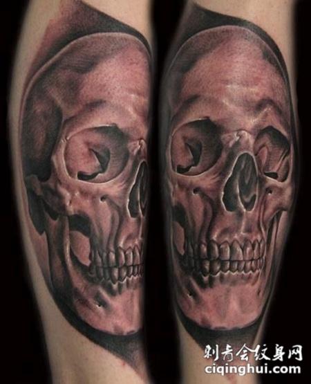 小腿上微笑的骷髅头纹身图案