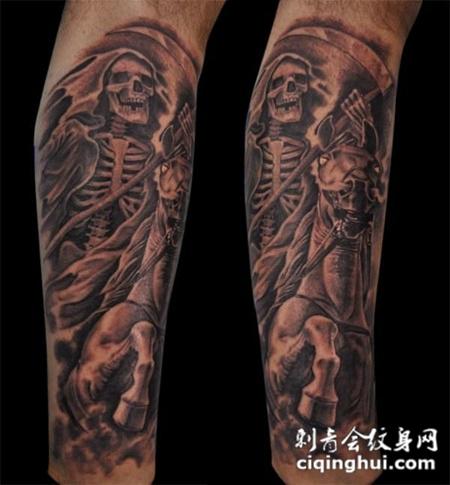 小腿上的骷髅骨架的纹身图案