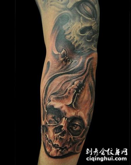 花臂缝补骷髅头纹身图案