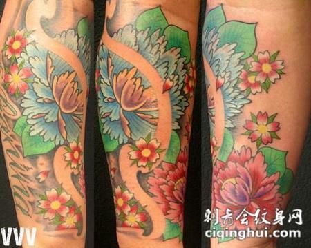 小臂上的牡丹花纹身图案