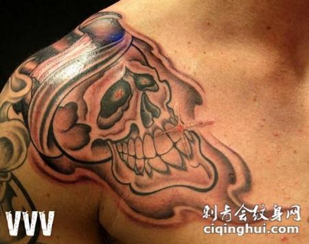 肩膀上的骷髅纹身图案