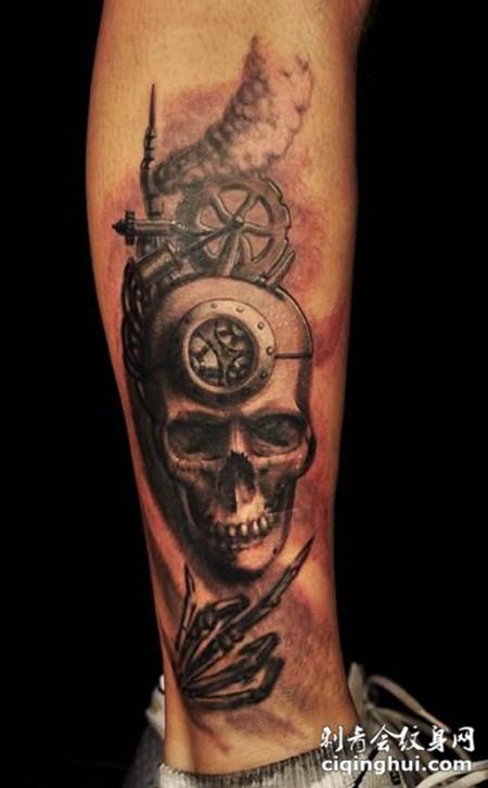 小腿上的骷髅齿轮纹身图案