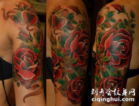 大臂上的玫瑰纹身图案