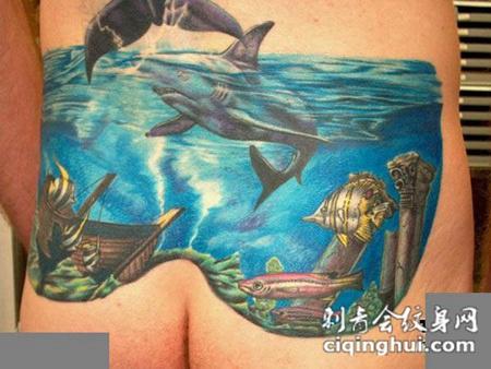 臀部上的海底世界纹身图案