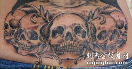 后腰上的骷髅纹身图案
