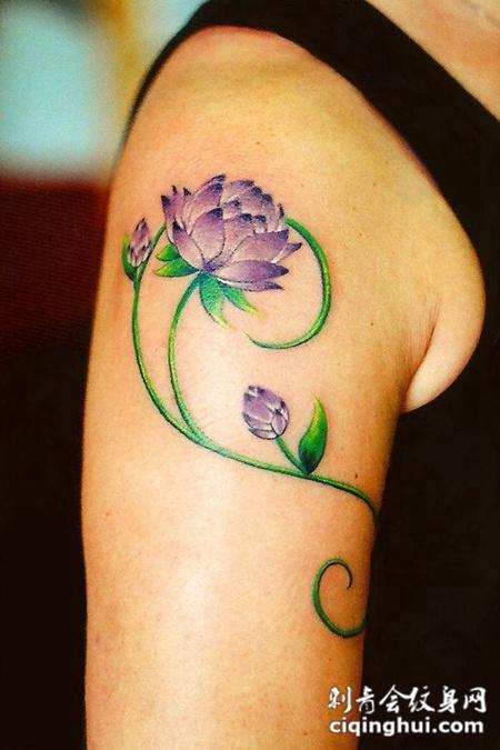 大臂上的紫色昙花纹身图案