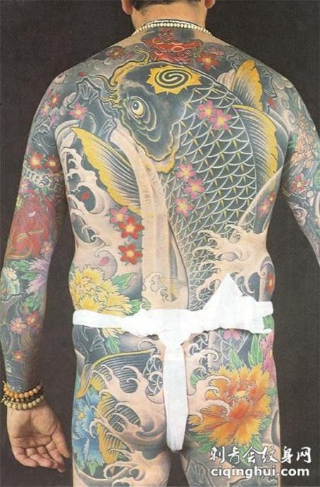满背鲤鱼牡丹花纹身图案