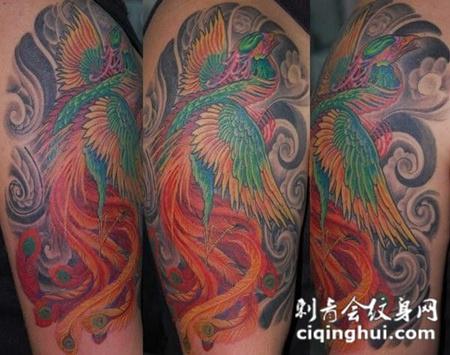 大臂上的凤凰纹身图案