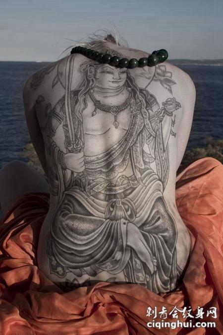 后背上观音的纹身图案