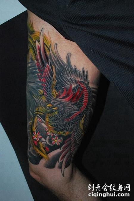 大臂上的凤凰纹身图案图片