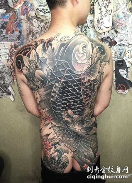 莲池飞跃,满背鲤鱼与莲花纹身