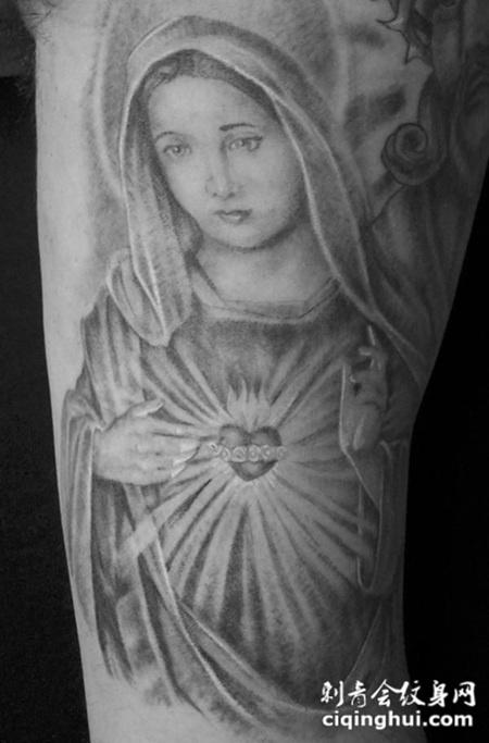 如果您喜欢现在这张大臂上的圣母纹身图案,您可能还会喜欢大臂上抱着孩子圣母纹身图案或者小臂上的圣母纹身图案。 图片属性
