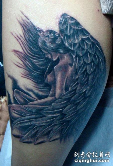 腿上的美女天使纹身图片