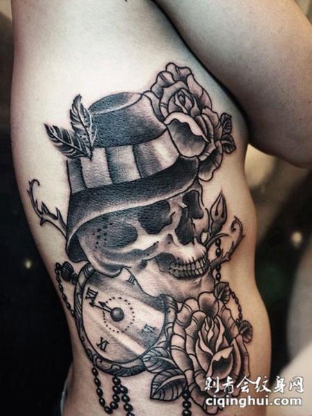 腰侧的骷髅玫瑰花纹身图案