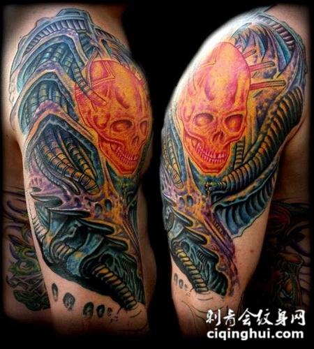 大臂上的机械骷髅头纹身图案