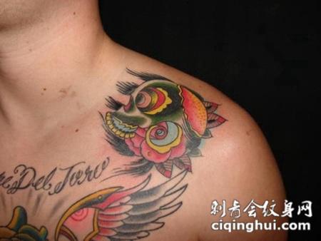 肩膀上的骷髅花纹身图案