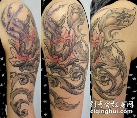 大臂上的唐草牡丹花纹身图案