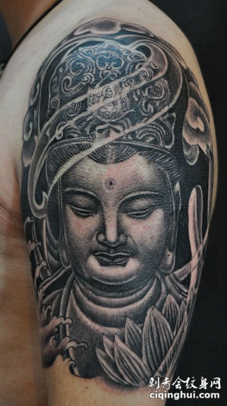 大臂上的莲花佛像纹身图案
