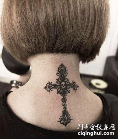后背上的十字架图腾纹身图案